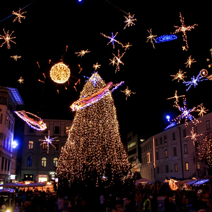 The main square. You can just about see the sperm to the left of the Christmas tree.