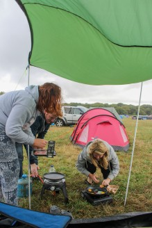 Egg cooking in a gale.