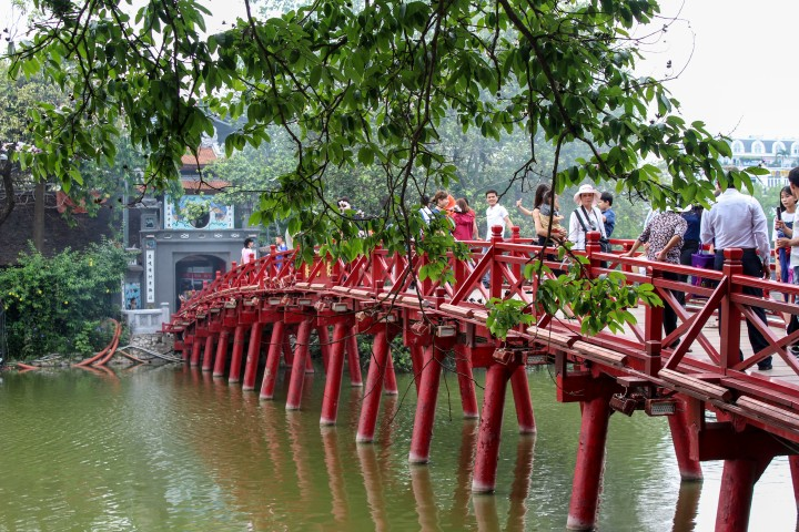 Bridge over Hoàn Kiếm Lake, Hanoi